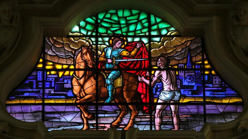 St. Martin, Geschichte, Traum, Mantel, rot