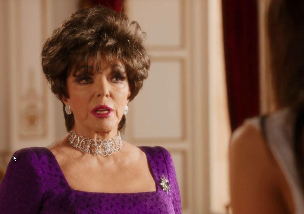 """Bild zu Sehen Sie Joan Collins in einem exklusiven Ausschnitt der Serie """"The Royals""""."""