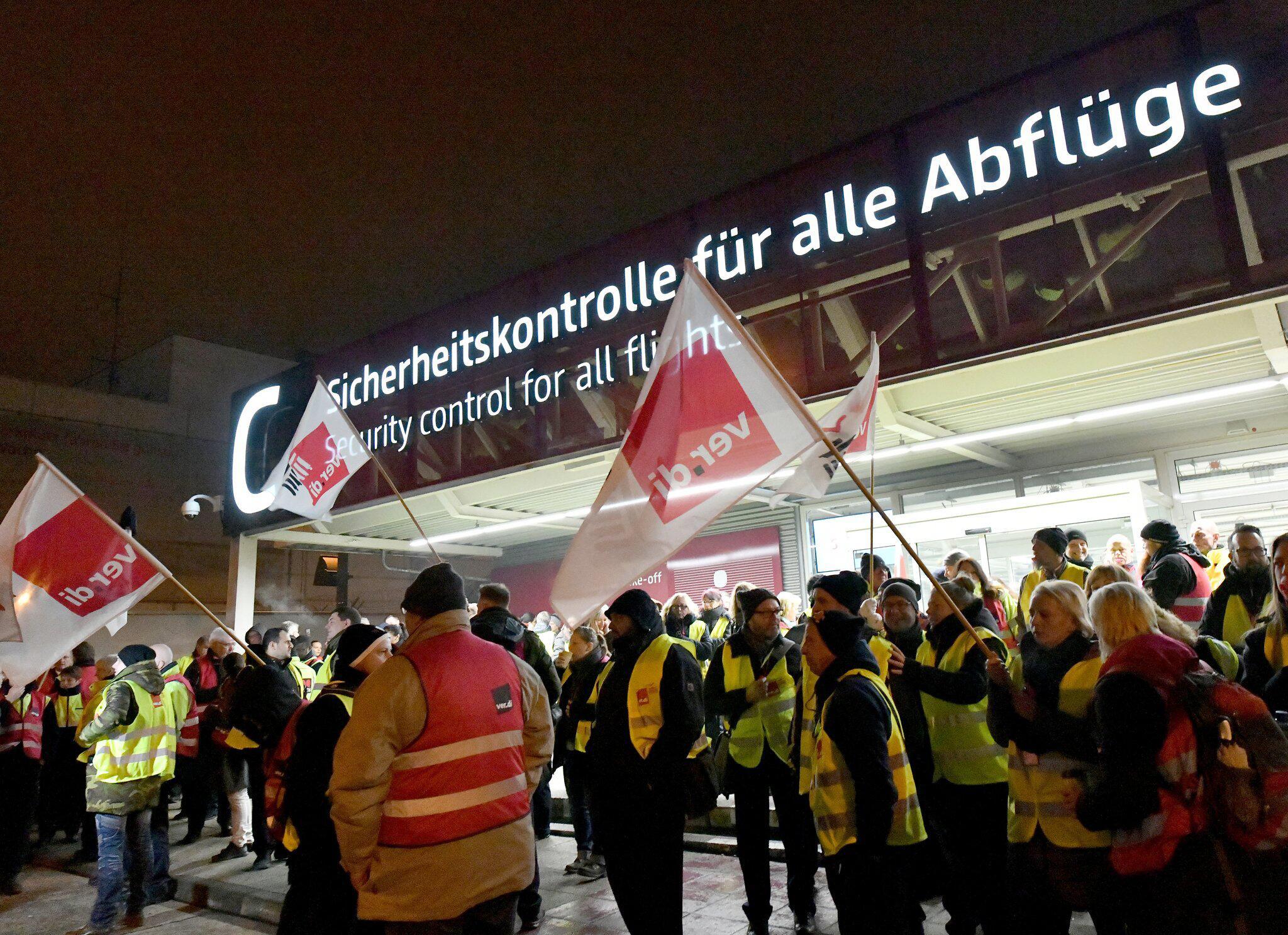 Bild zu Warnstreik am Flughafen Schönefeld