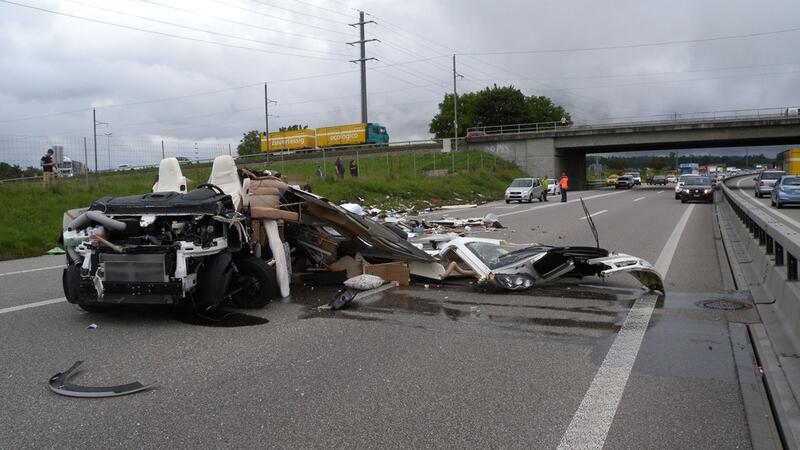 An den beteiligten Fahrzeugen entstand Totalschaden.