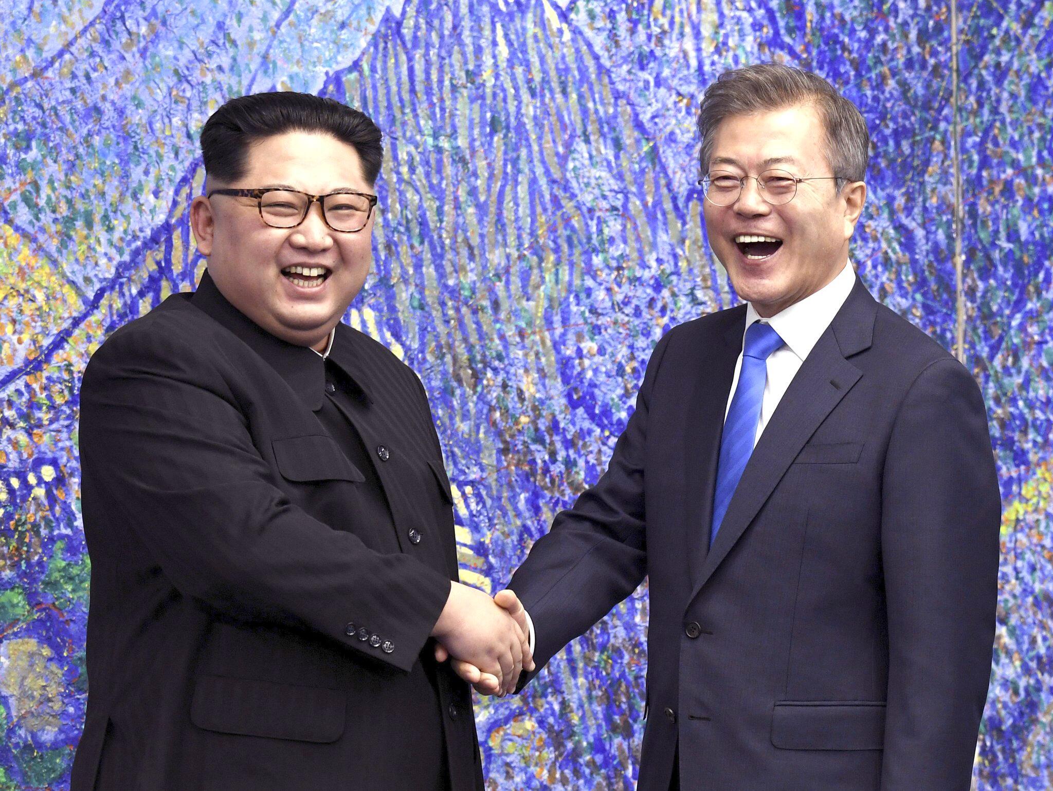 Bild zu Kim Jong Un Moon Jae In