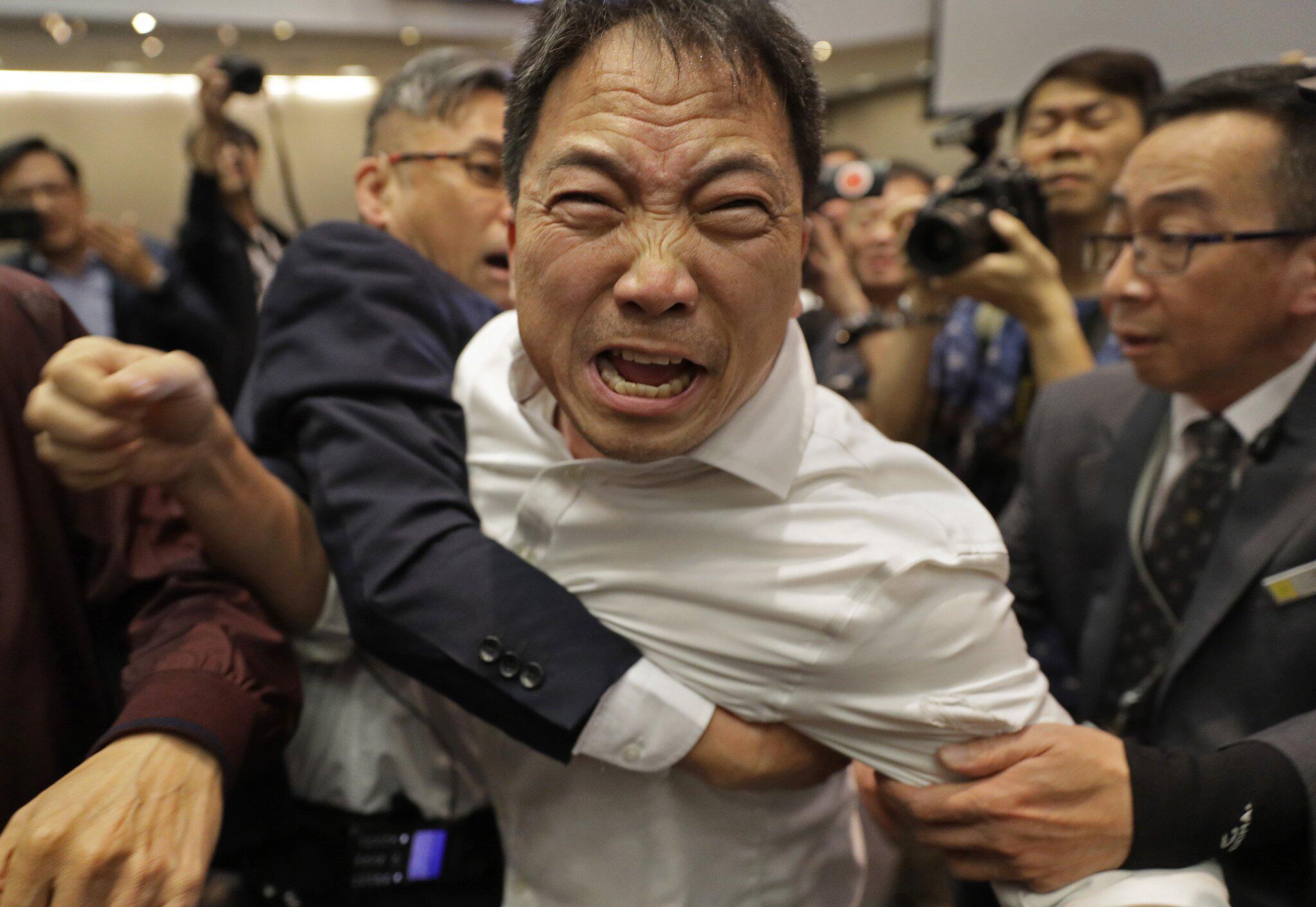 Bild zu Auseinandersetzung, Parlament, Hongkong, Schlägerei, Wu Chi-wai