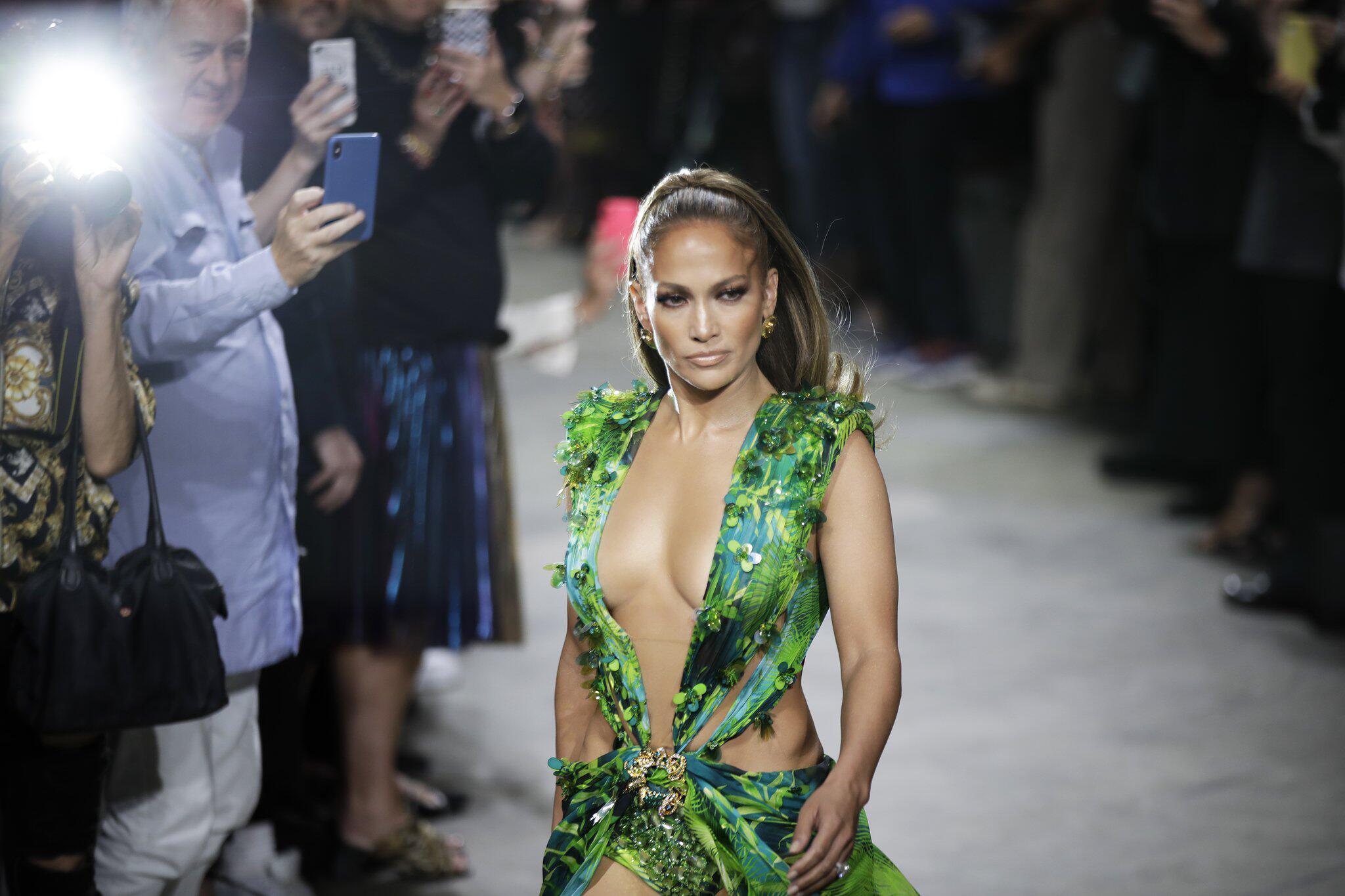 Bild zu Mailänder Modewoche - Versace