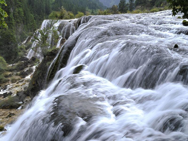 Bild zu Wasserfall im Jiuzhaigou Naturschutzpark