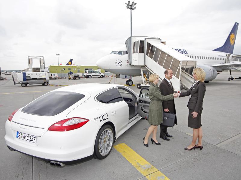 Bild zu Im Porsche zum Flieger