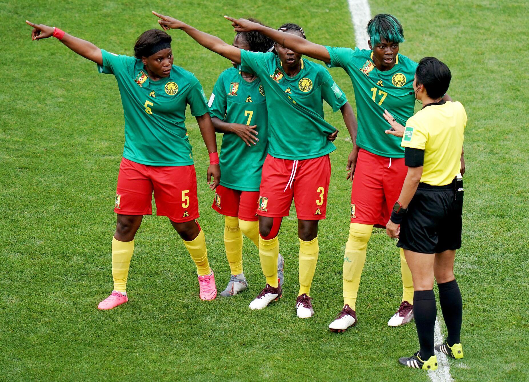 Bild zu Frauenfussball-WM, Frauen-WM 2019, Frankreich, Achtelfinale, Valenciennes, England, Kamerun