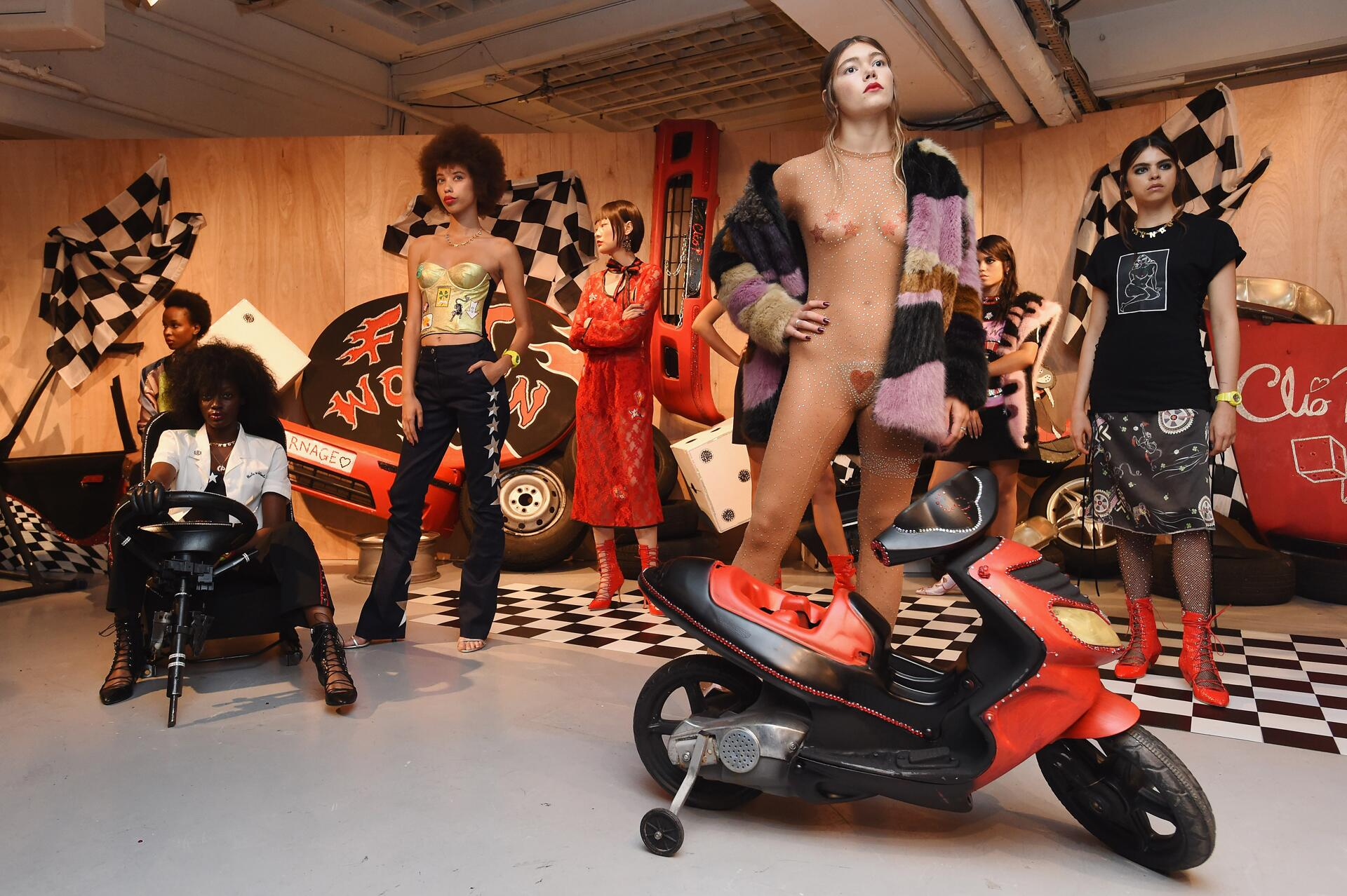 Bild zu Clio Peppiatt, London Fashion Week 2016