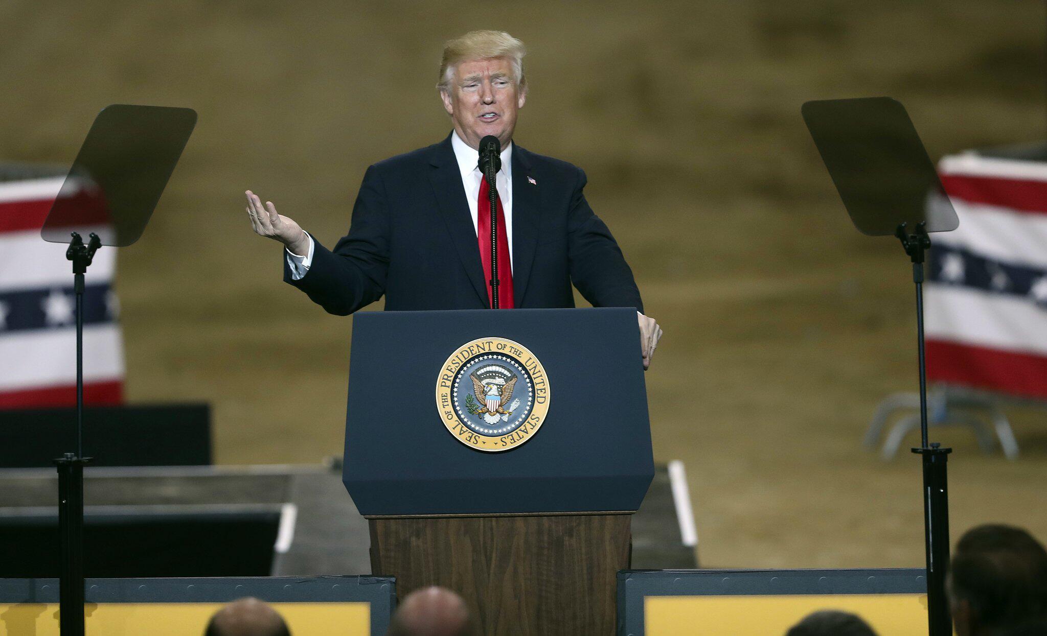 Bild zu Donald Trump empfang baltische Staatschefs