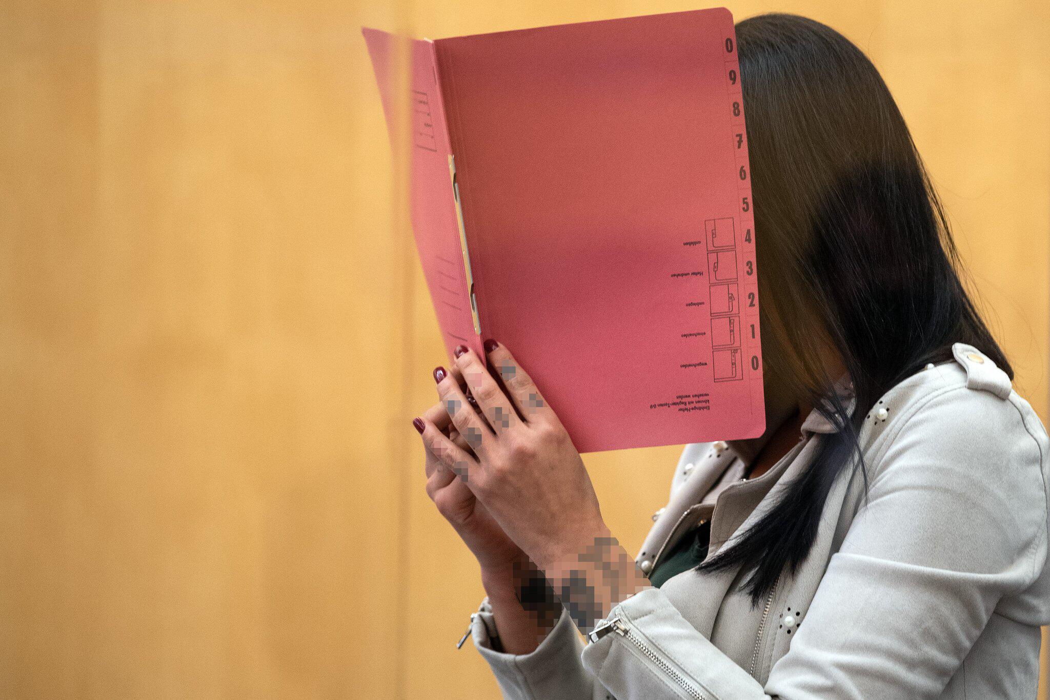 Bild zu Prozess gegen mutmassliche IS-Terroristin