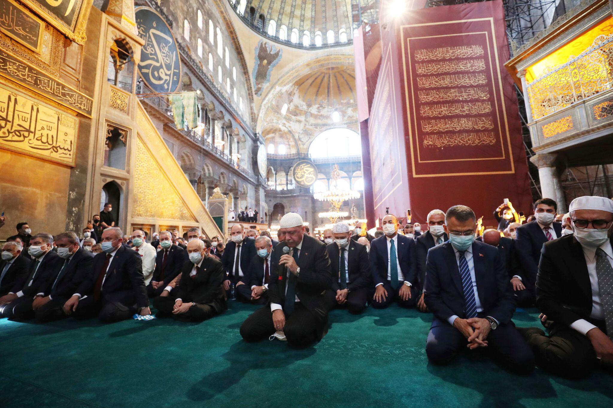 Bild zu Die Hagia Sophia öffnet als Moschee