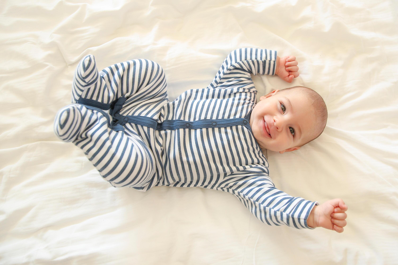 Bild zu baby, neugeborenes, säugling, kleidung, body, schlafsack, praktische kleidung