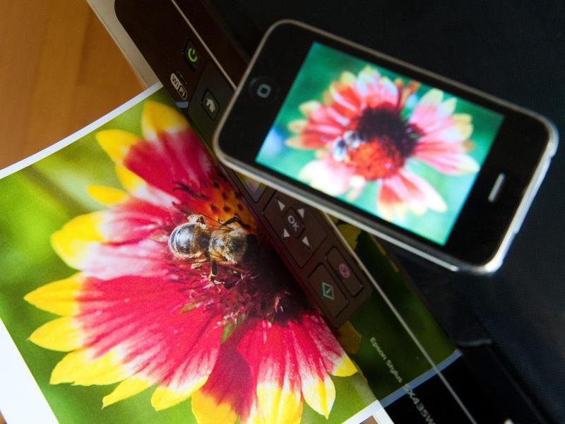 Bild zu Smartphone und Drucker
