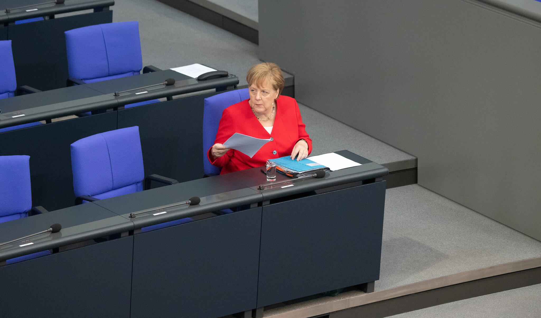 Bild zu German Bundestag session in Berlin