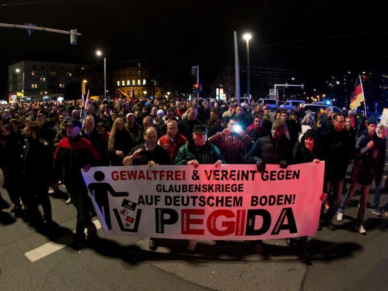 Bild zu Demonstration in Dresden