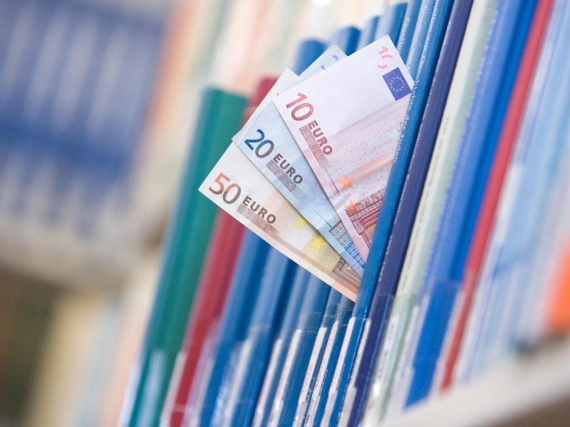 Bild zu Geld und Bücher