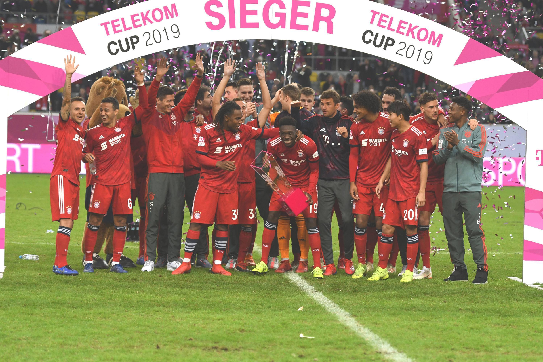 Bild zu Bayern, München, Telekom-Cup, Davies, Bundesliga, Fussball