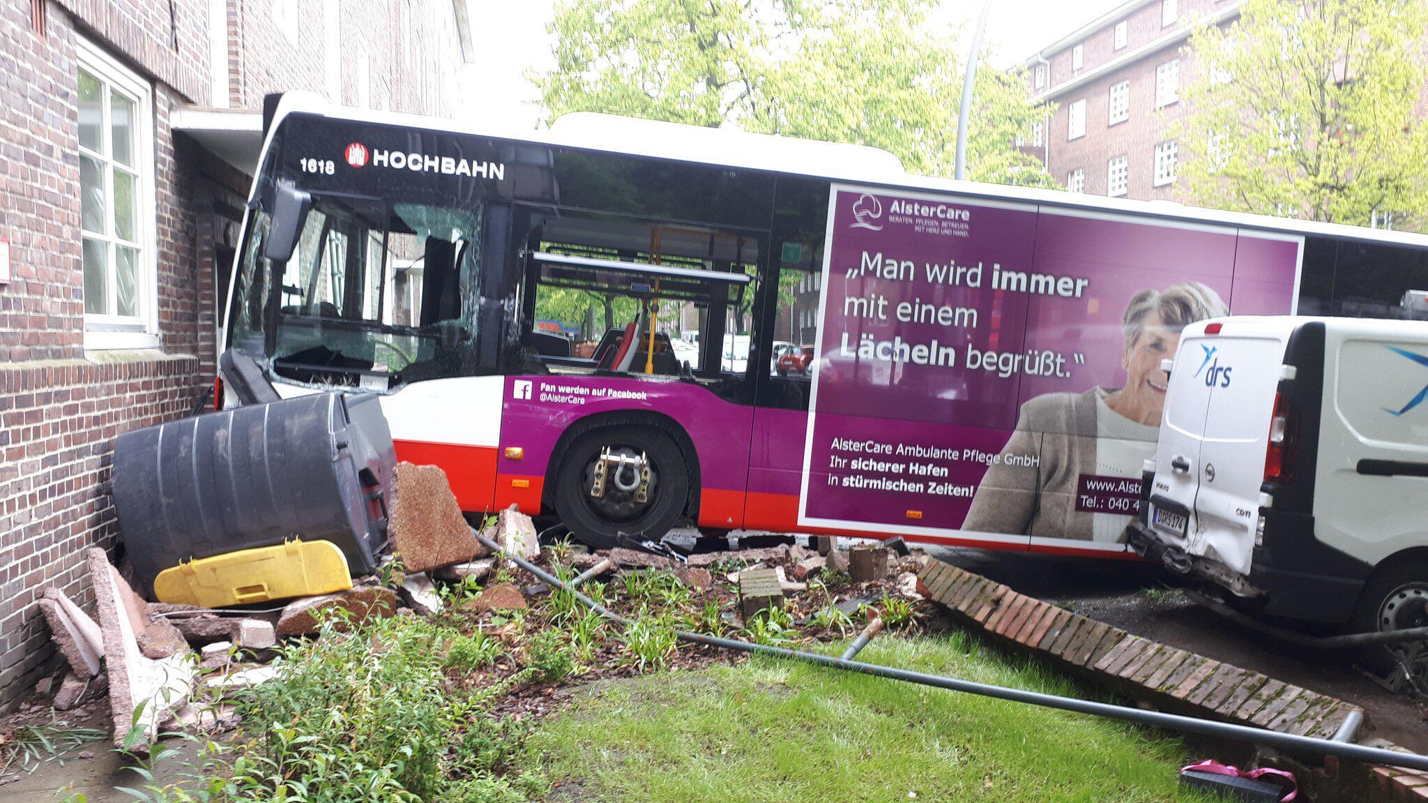 Bild zu Bus im Wohnhaus