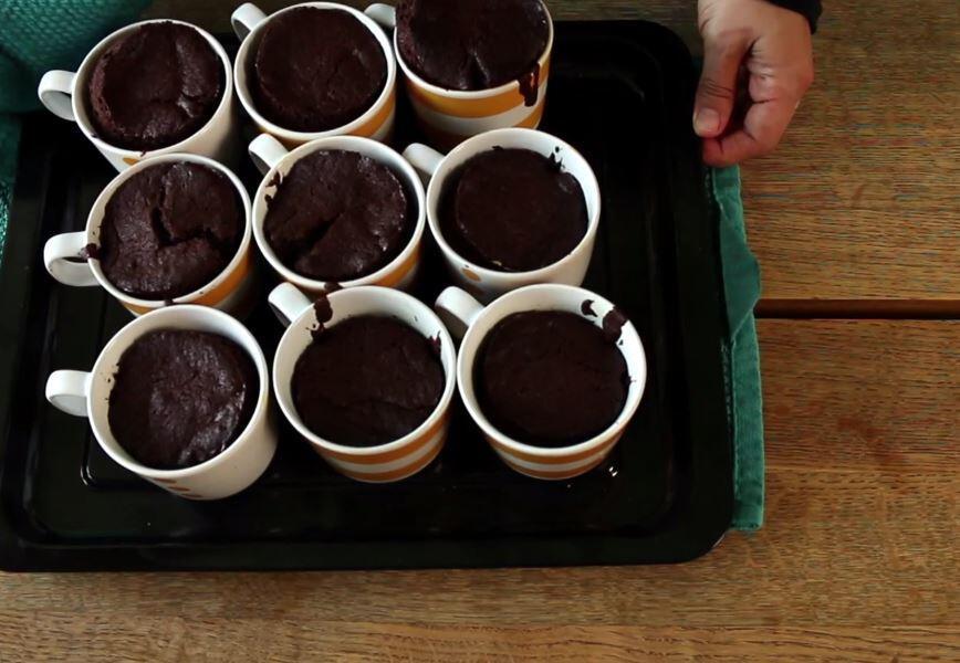 Bild zu Ein Kuchen aus der Tasse.