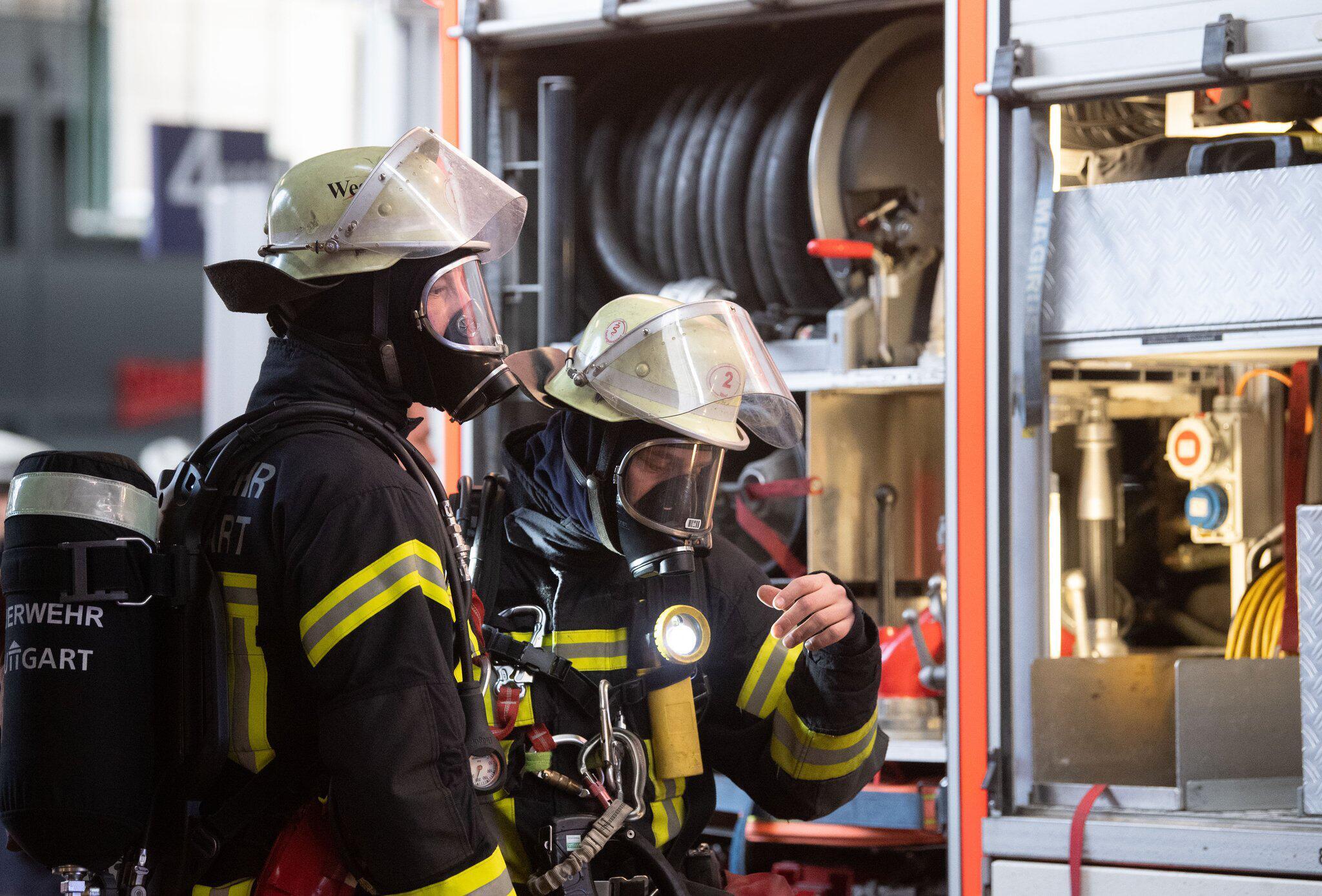 Bild zu FeuerwehrmännerStuttgart Hauptbahnhof