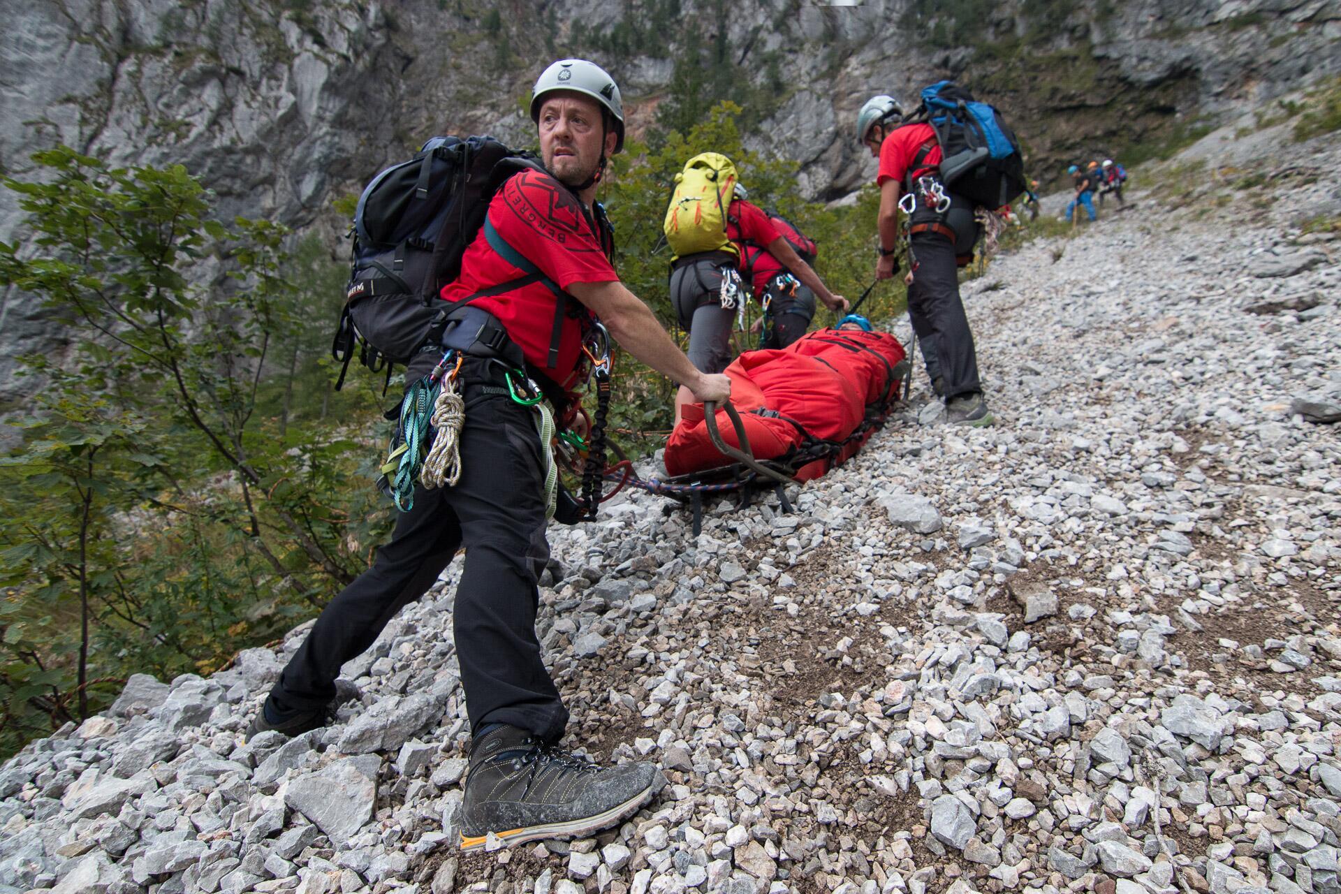 Bild zu Der ÖBRD übt regelmässig Rettungen im alpinen Gelände