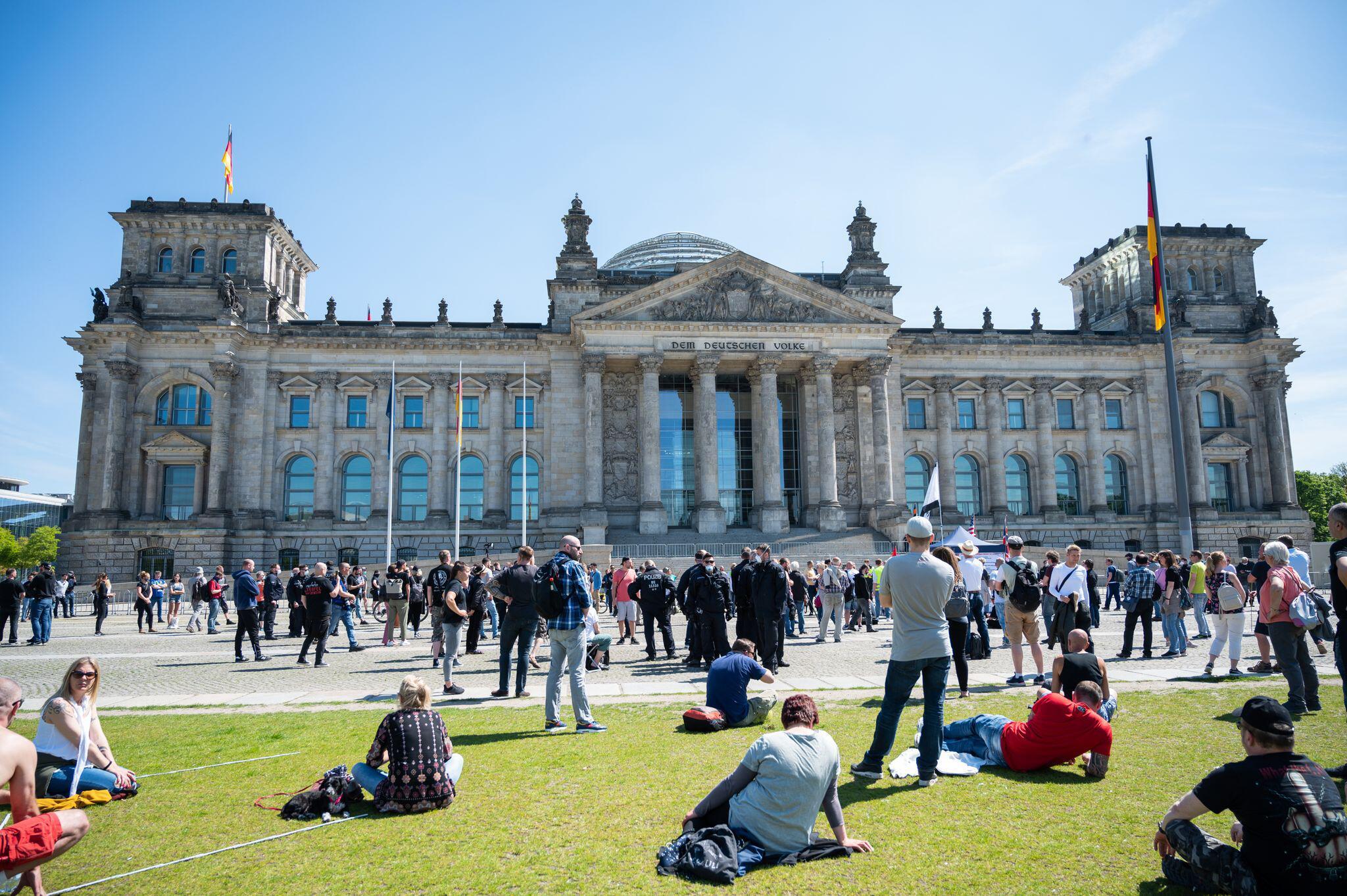 Bild zu Coronavirus - Demonstration vor dem Bundestag
