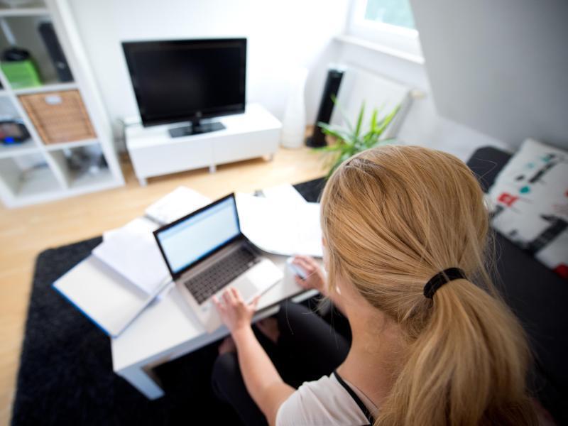 umfrage immer mehr unternehmen bieten homeoffice an. Black Bedroom Furniture Sets. Home Design Ideas