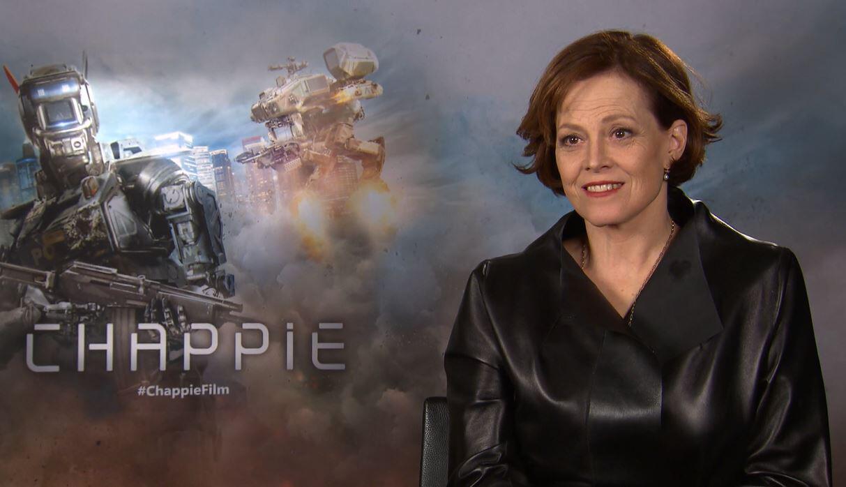 """Bild zu Sigourney Weaver im Interview über den Film """"Chappie""""."""
