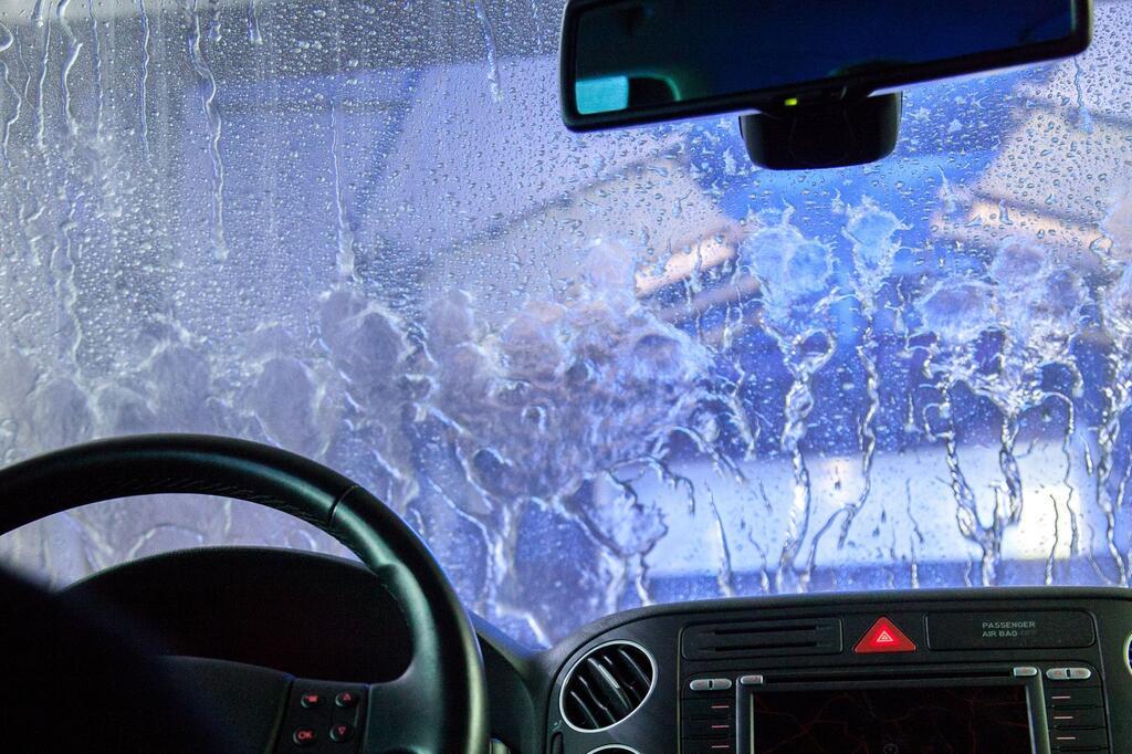 Autowäsche Waschstrasse Winter