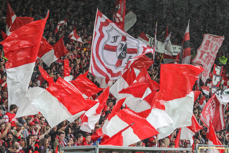 Bild zu Fans des SC Freiburg.