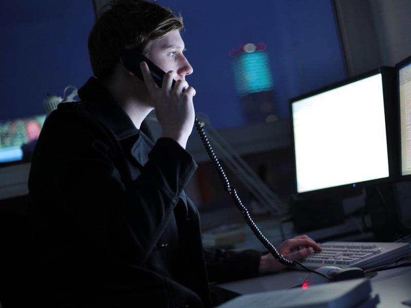 Bild zu Mensch arbeitet nachts