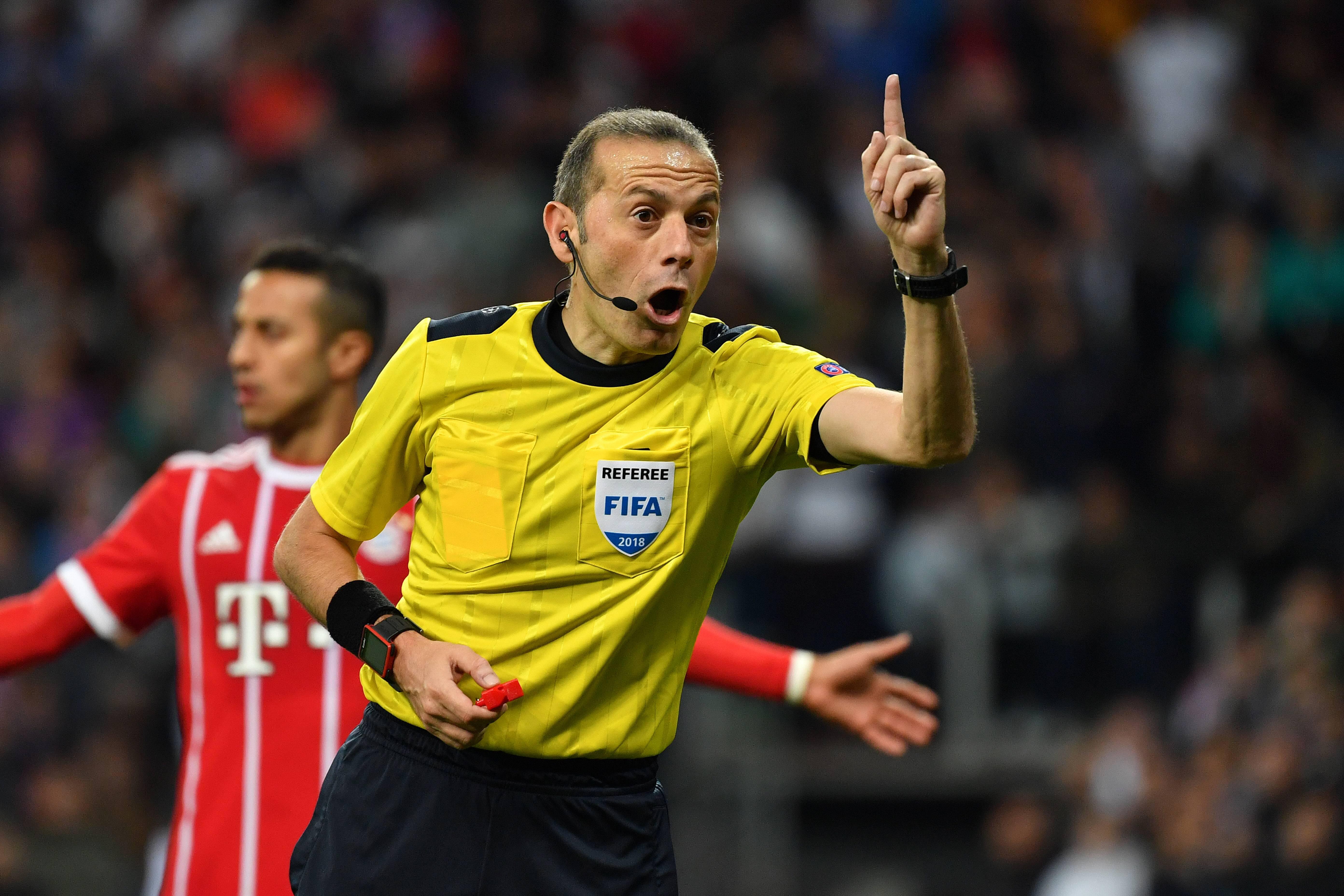 Bild zu Videoschiedsrichter, Videobeweis, Fussball, Champions League, Europa League