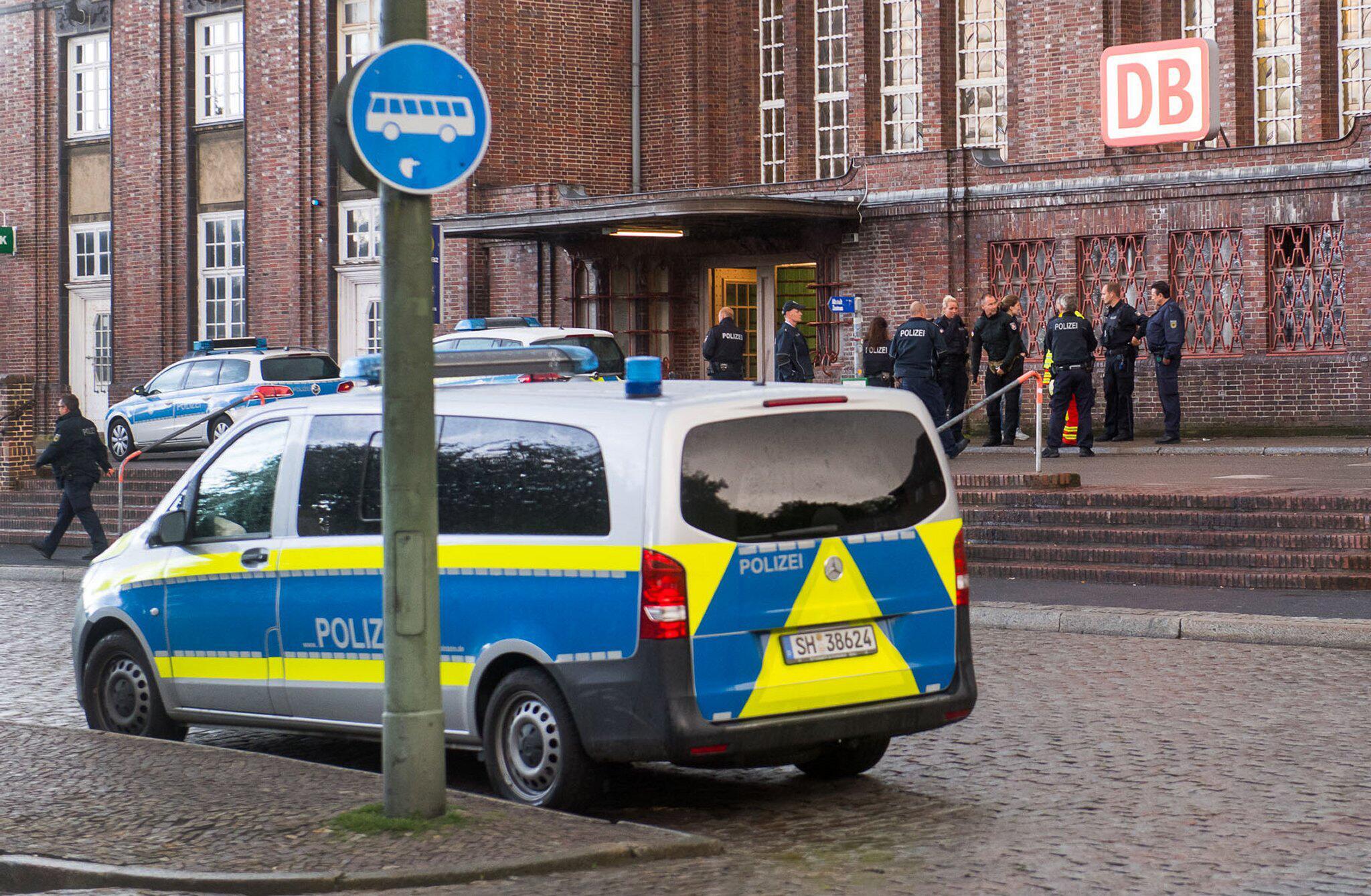 Bild zu Bahnhof Flensburg wegen Bombendrohung gesperrt
