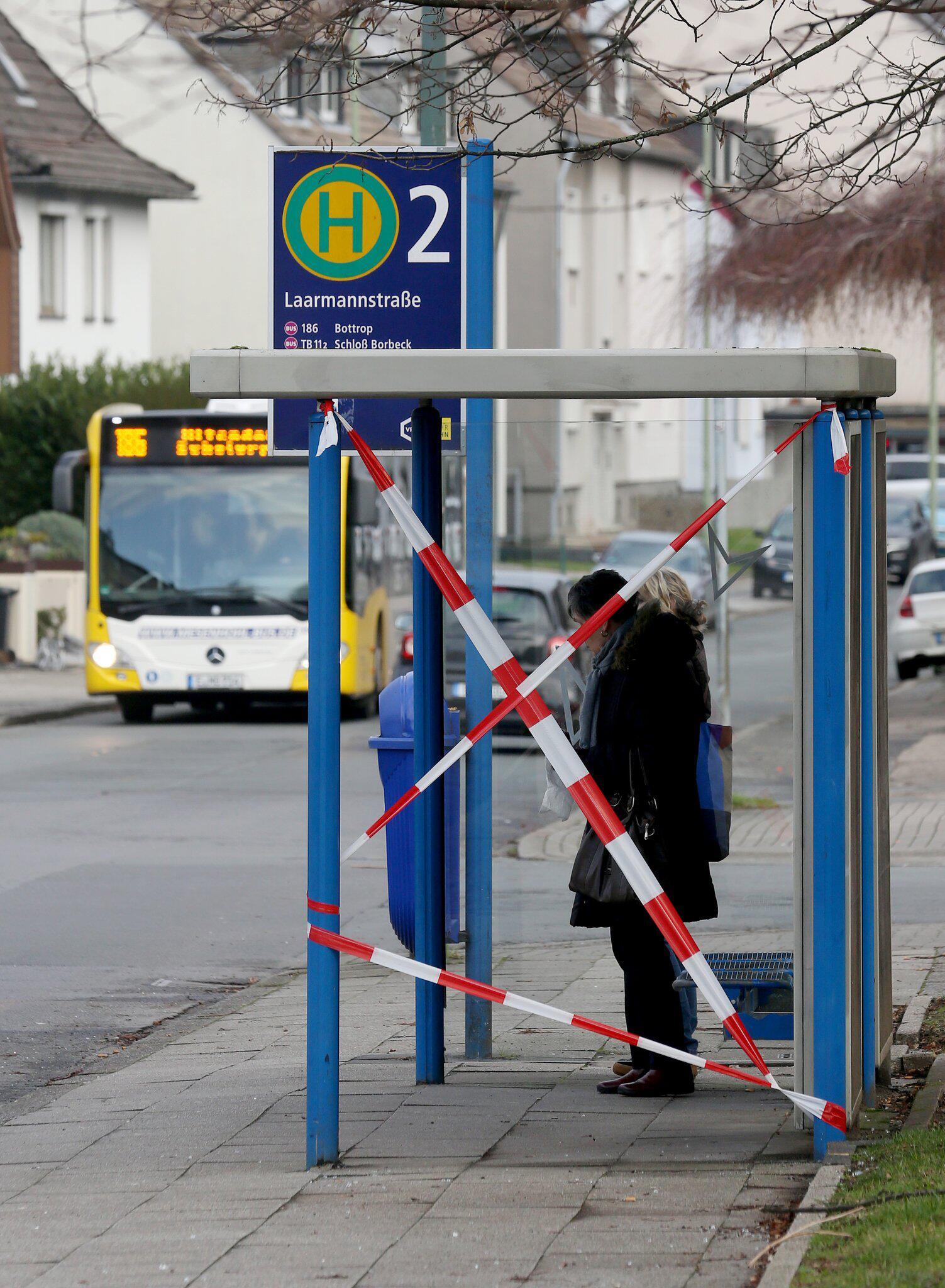 Bild zu Bushaltestelle ist nach Amokfahrt gesichert
