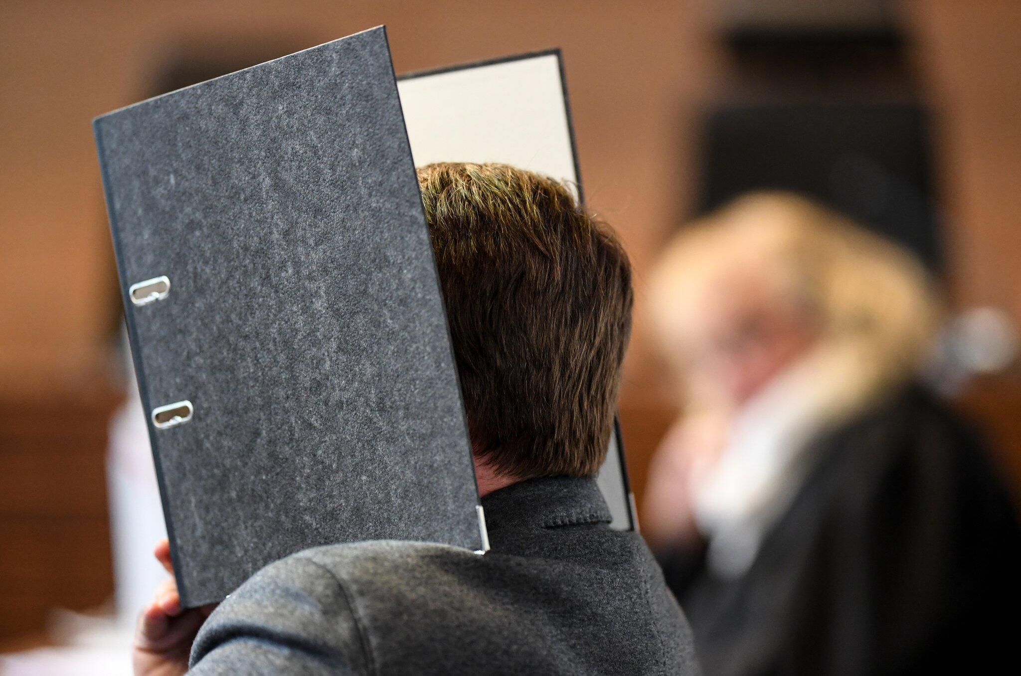 Bild zu Missbrauchsfall Freiburg - Urteil im Prozess gegen Soldaten