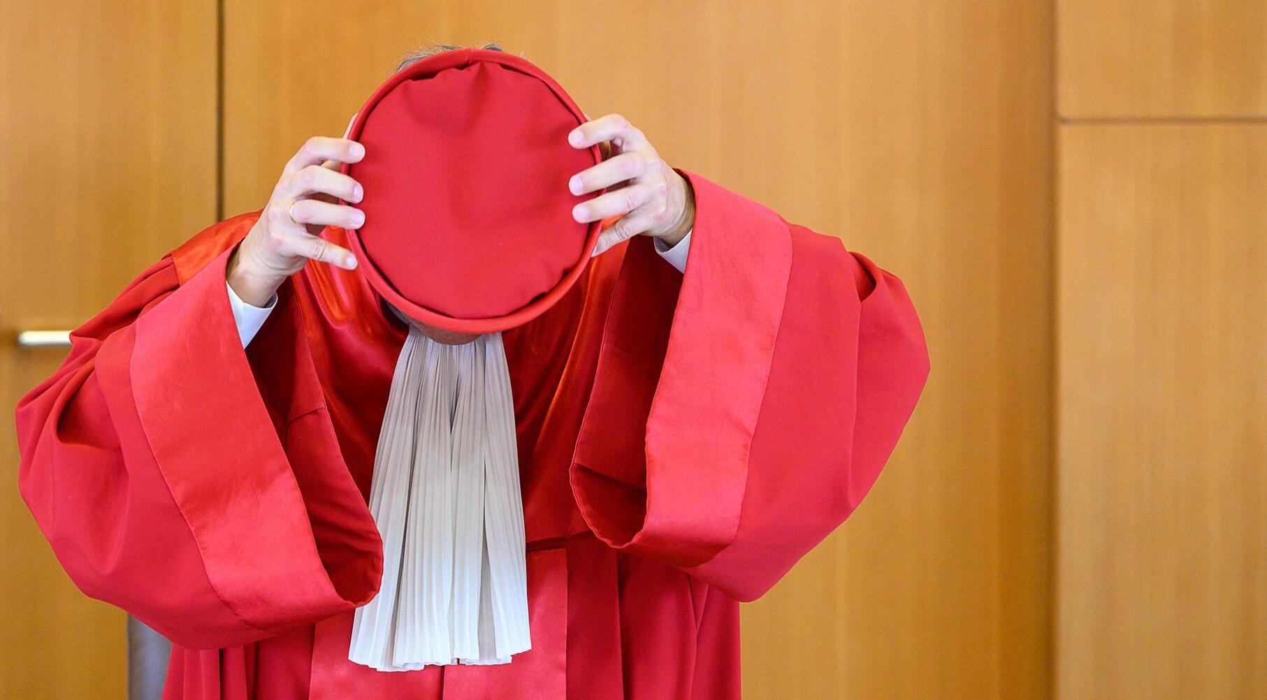 Bild zu Andreas Vosskuhle, Bundesverfassungsgericht, Kopfbedeckung