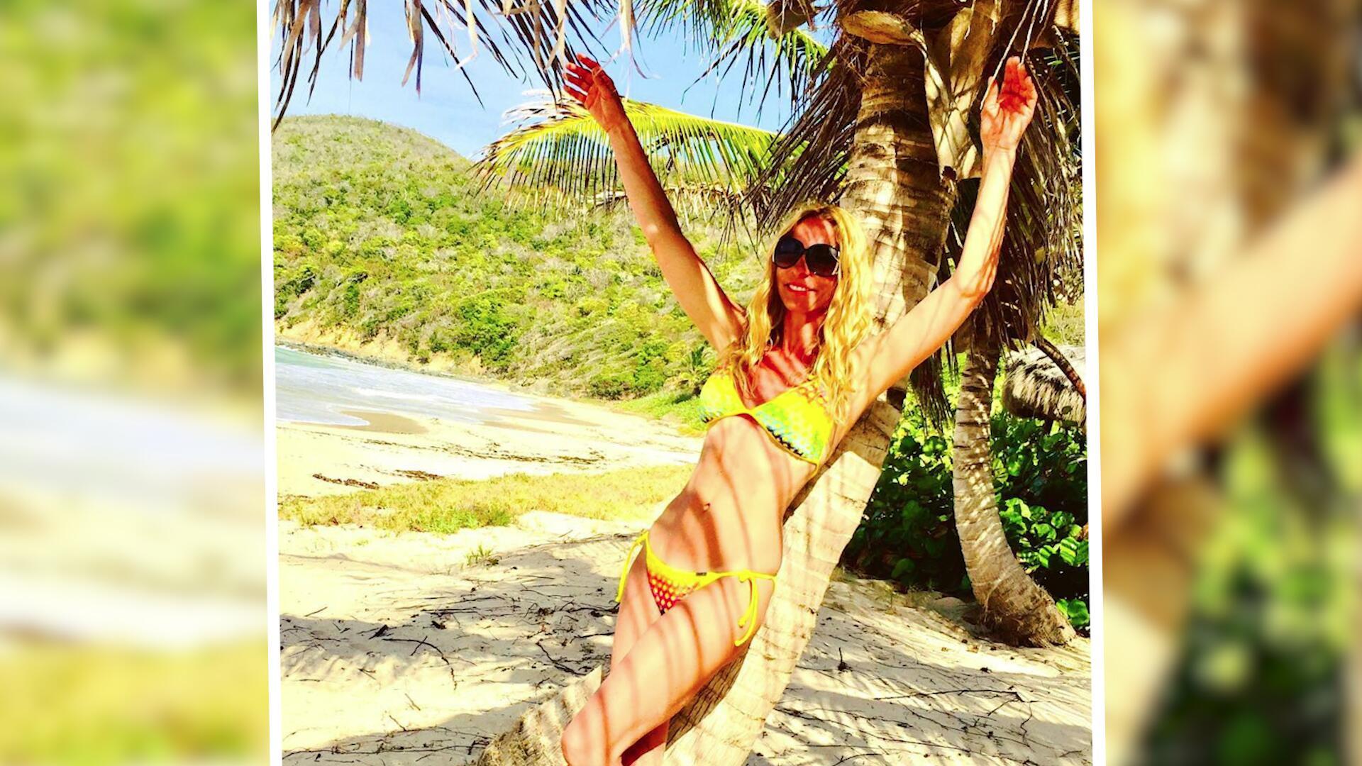 Bild zu Sonya Kraus heizt Fans im Bikini ein