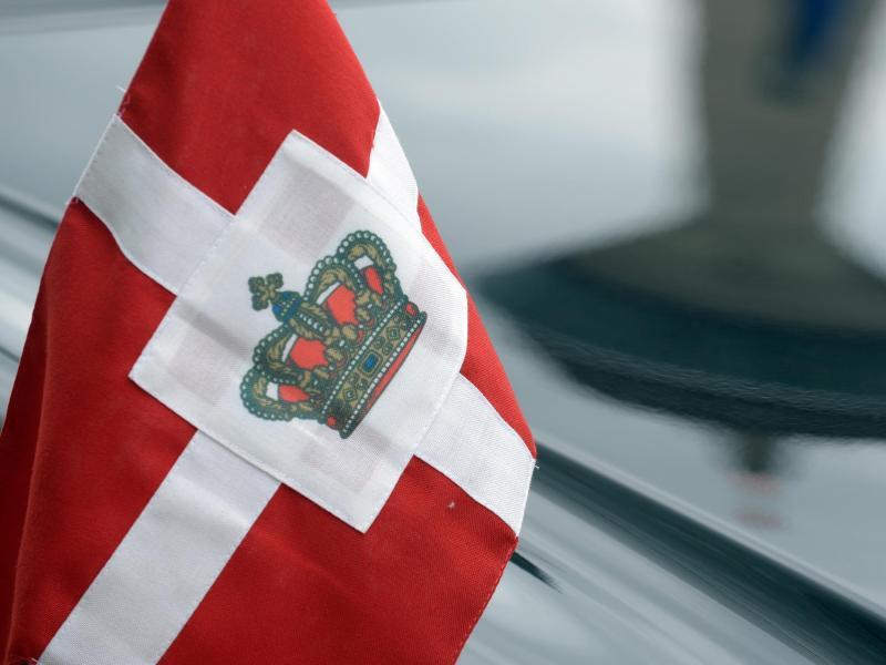 Bild zu Dänische Flagge mit Krone