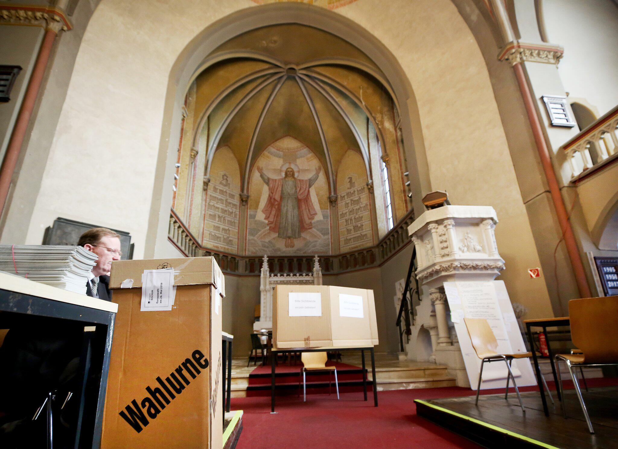 Bild zu Europawahl - Bochum - Kirche als Wahllokal