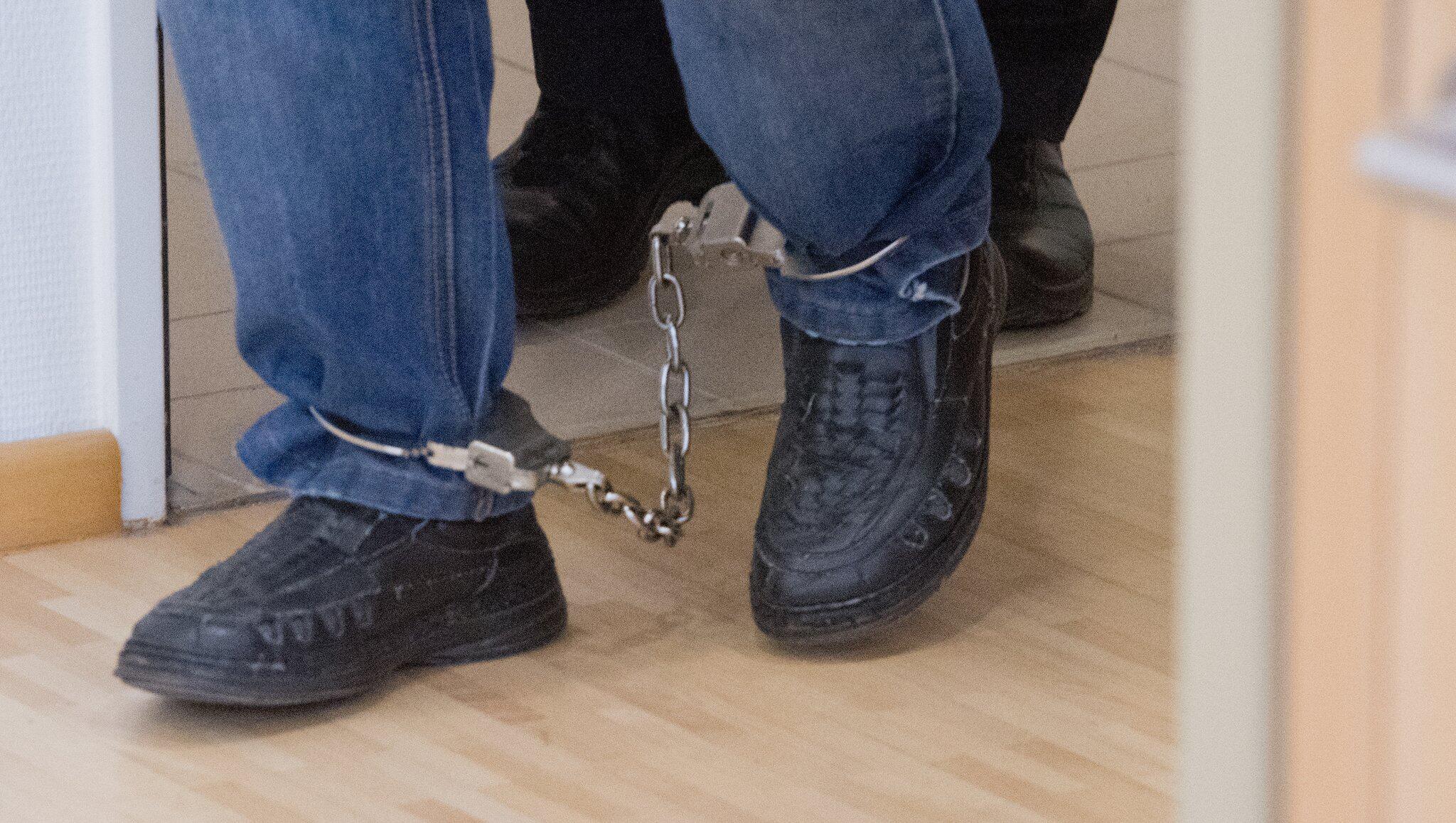 Bild zu Prozess gegen einen Grossvater, Stralsund, Missbrauch, Enkelinnen