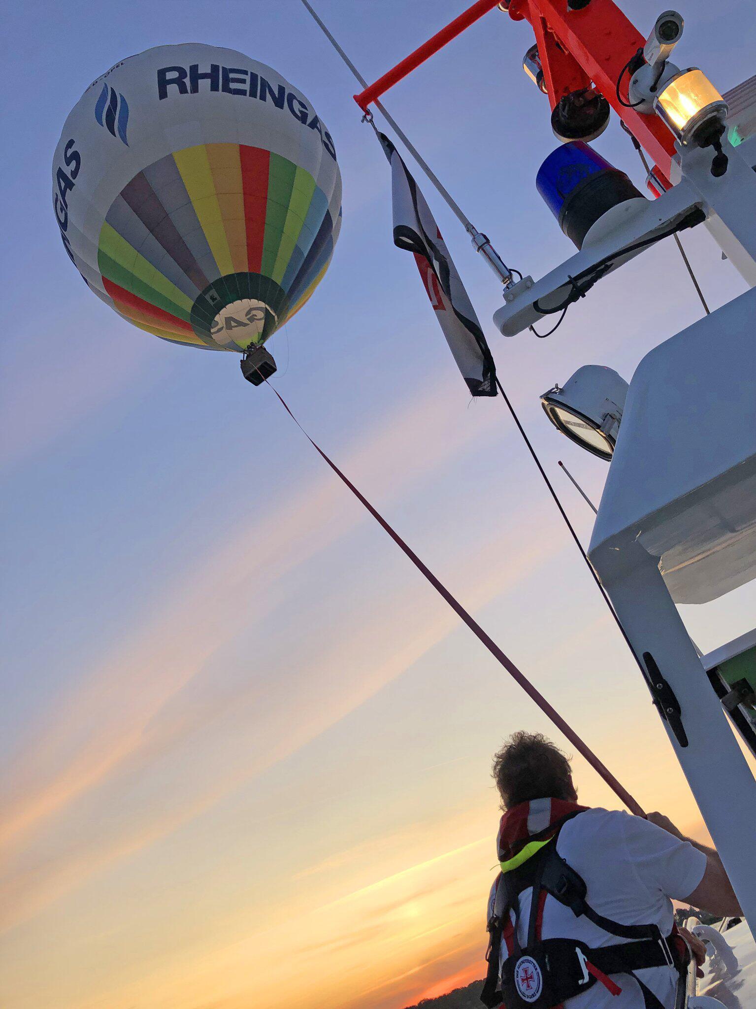 Bild zu Seenotretter schleppen Heissluftballon nach Zinnowitz